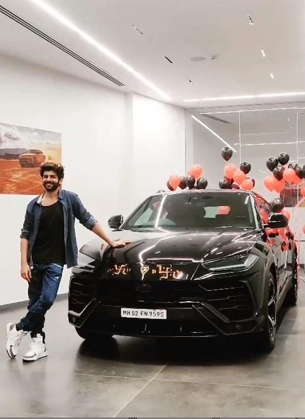 4.5 करोड़ की Lamborghini Urus खरीदकर मुकेश अंबानी, रणवीर सिंह, रोहित शेट्टी के क्लब में शामिल हुए Kartik Aaryan, देखें PICS