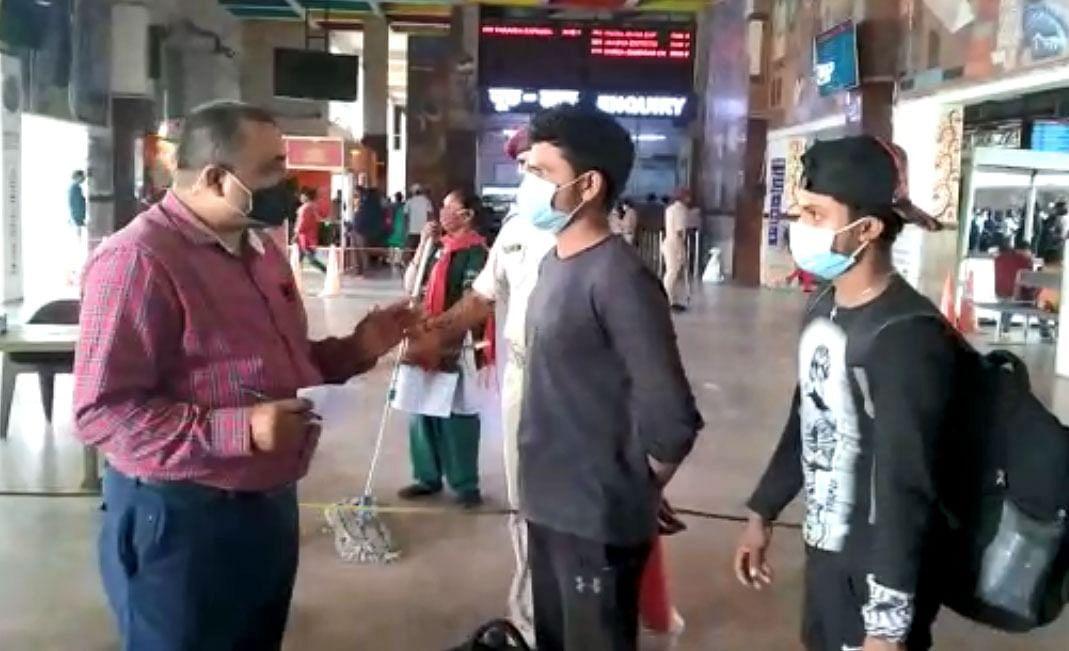 Coronavirus Bihar Update: महाराष्ट्र से पटना और दानापुर आने वाली ट्रेनों में सवार हर यात्री की होगी कोरोना जांच, 10 से 13 के बीच आएंगे 12 हजार प्रवासी