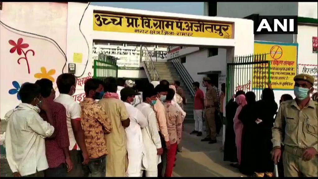 UP Panchayat Chunav 2021 : 18 जिलों में मतदान जारी, वोटिंग से पहले हिंसा, गोरखपुर में ग्राम प्रधान पद के प्रत्याशी को मारी गोली