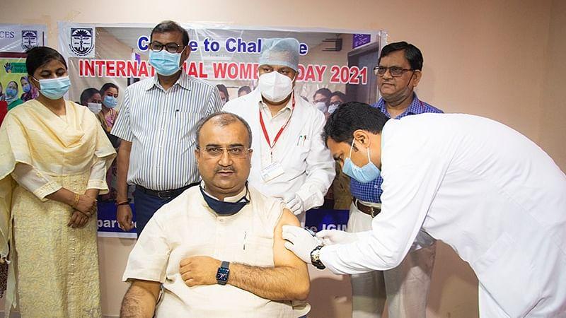 बिहार में 45 साल से ऊपर के लोगों का टीकाकरण शुरू, स्वास्थ्य मंत्री ने लगवाया टीका