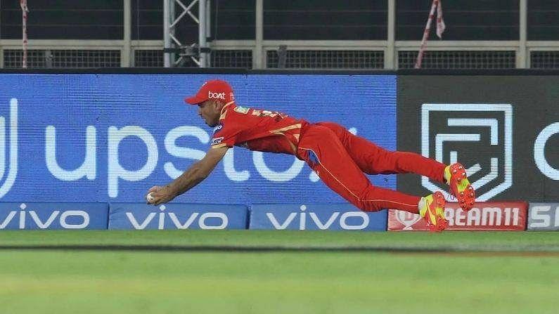 VIDEO: हवा में उड़ते हुए पंजाब के इस खिलाड़ी ने लपका हैरतअंगेज कैच, जिसे देखकर सभी हैरान, बताया- IPL का सबसे अच्छा कैच