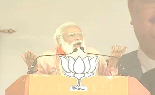 Bengal Election 2021: दीदी से अब 'नंदी' भी नाराज, ममता बनर्जी की रैली में सांड की एंट्री पर पीएम मोदी का तंज