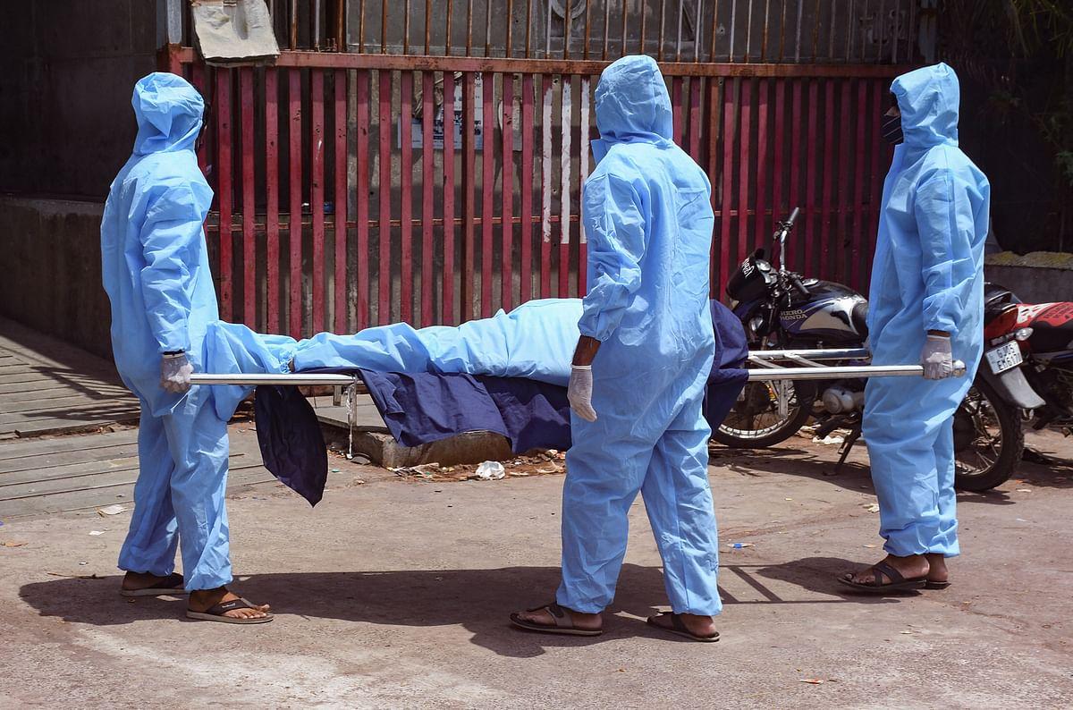 Coronavirus New Cases LIVE Updates : इन राज्यों में बेकाबू हुई कोरोना संक्रमण की रफ्तार, लॉकडाउन का डर, राशन की दुकानों के बाहर लंबी कतारें