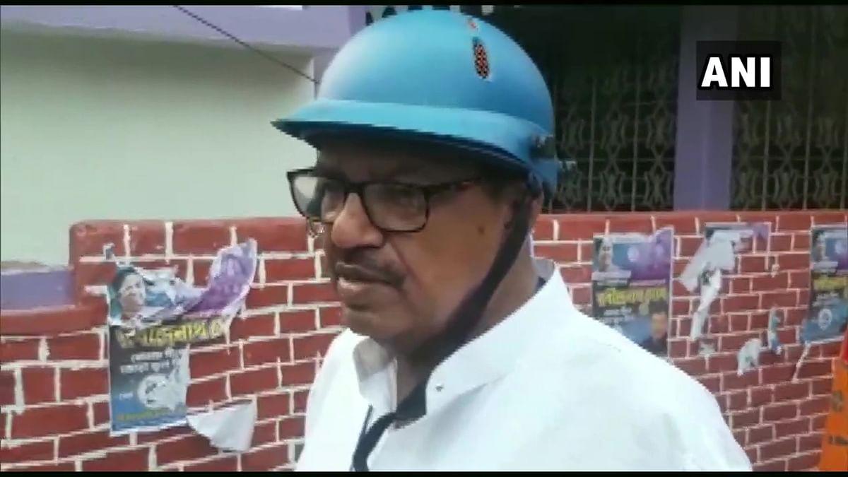 WB Chunav 2021: हेलमेट पहनकर मतदान करने पहुंचे ममता सरकार के ये मंत्री, सुरक्षा को लेकर चुनाव आयोग पर लगाया बड़ा आरोप