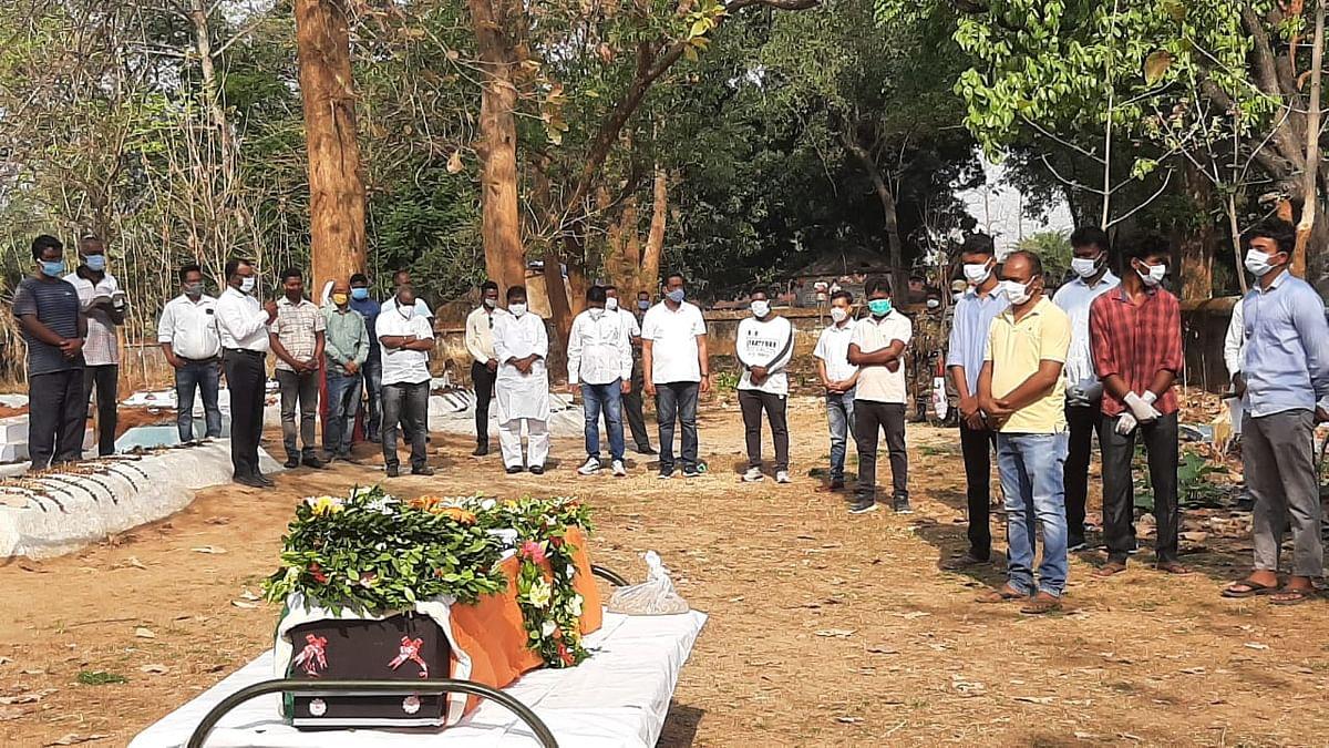 कांग्रेस के पूर्व विधायक नियेल तिर्की का राजकीय सम्मान के साथ हुआ अंतिम संस्कार, कोरोना गाइडलाइन का पालन करते हुए दी गयी आखिरी विदाई