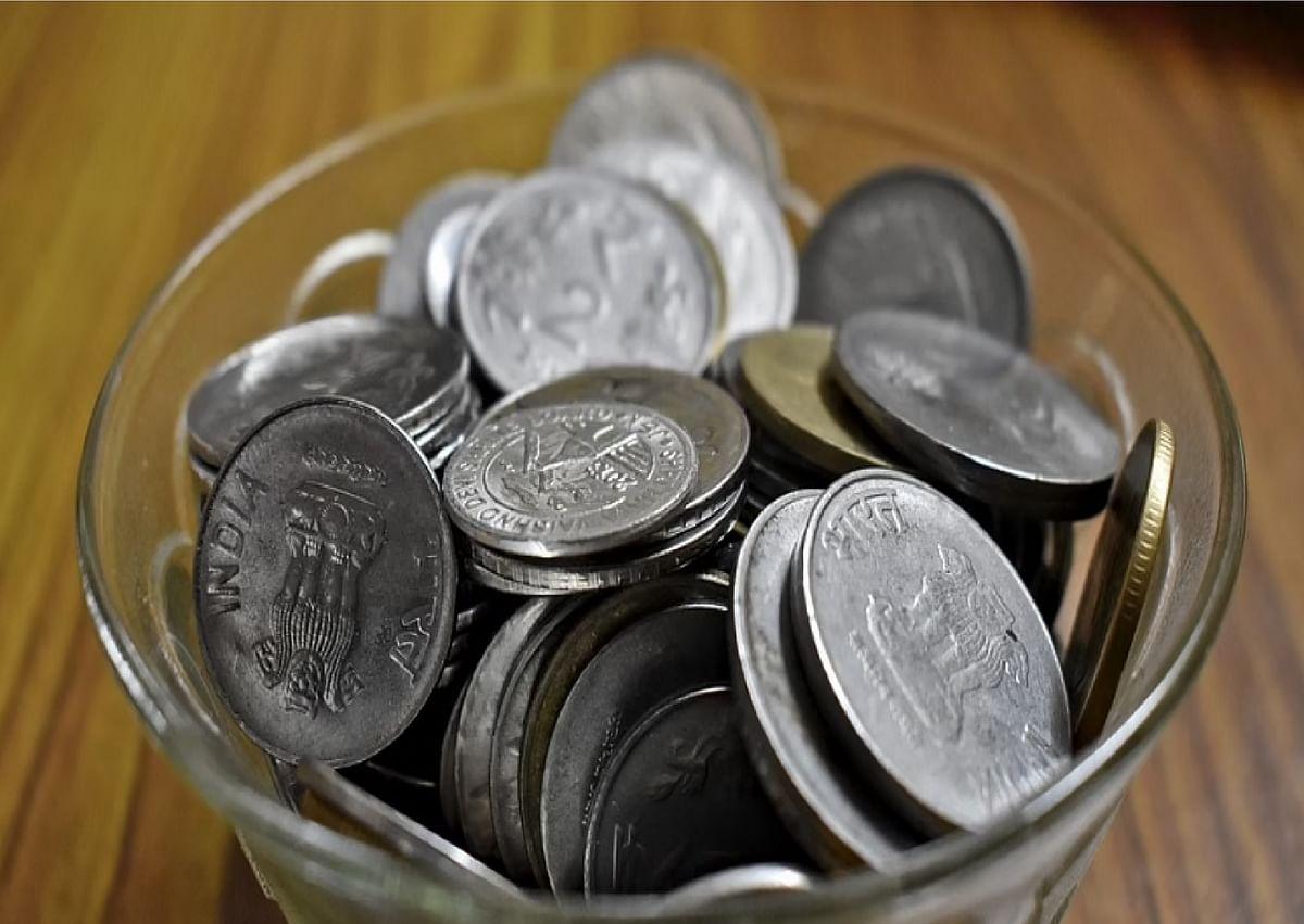 वेतन में कर्मचारियों को मिल रहे हैं सिक्के, खर्च करने में हो रही है परेशानी , जानें क्या है वजह