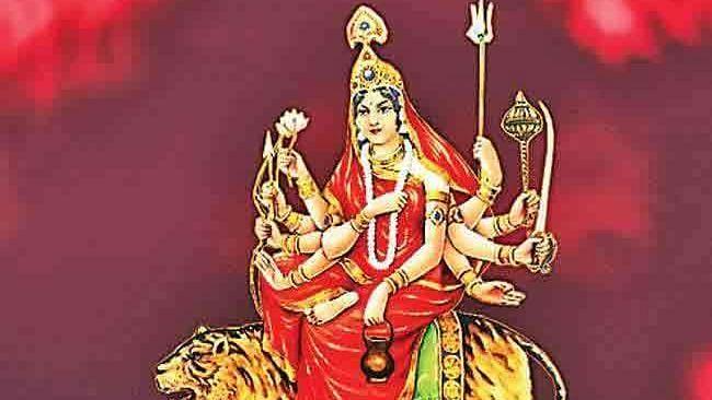 Chaitra Navratri 2021 3rd Day: दस भुजाओं वाली मां चंद्रघंटा के माथे पर चंद्रमा और घंटी क्यों होती है सुशोभीत, क्या है इनका इतिहास, जानें इनका पूजा के महत्व के बारे में