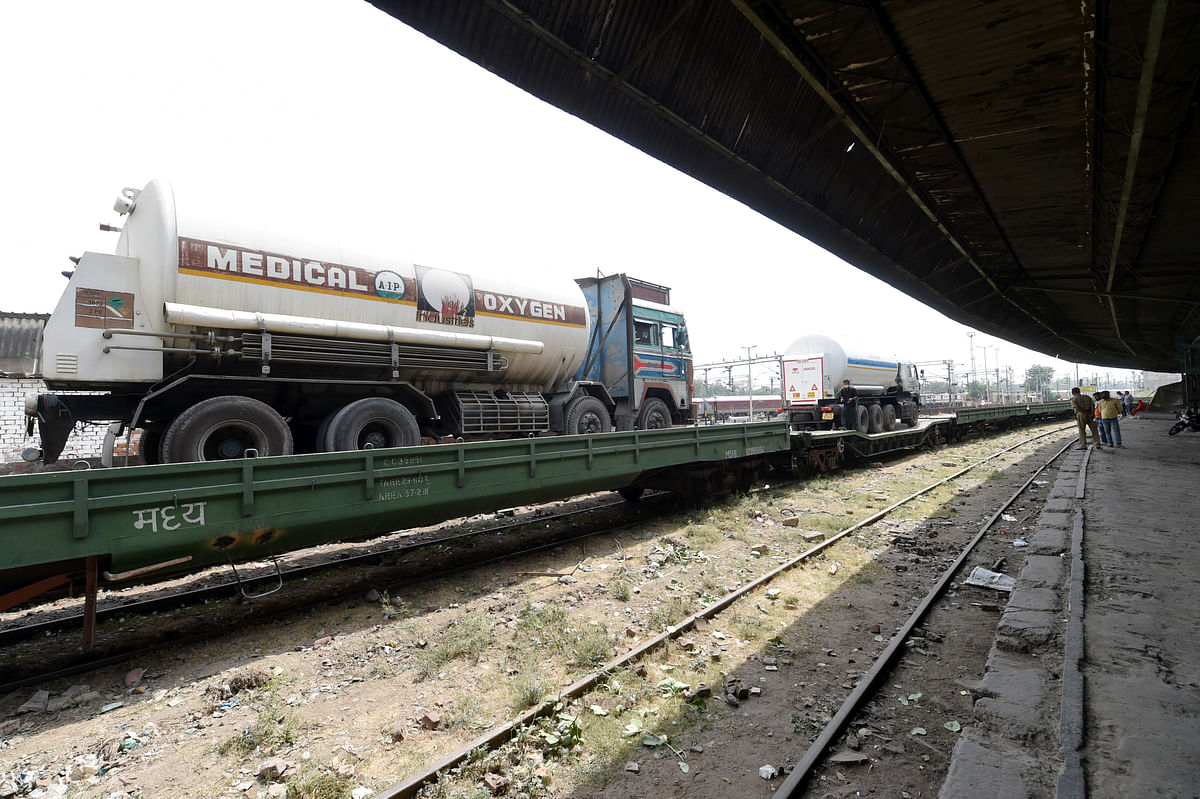 Oxygen Special Train  : झारखंड ने दी यूपी को 'संजीवनी' ! बोकारो से 30,000 लीटर तरल ऑक्सीजन लेकर लखनऊ पहुंची 'ऑक्सीजन एक्सप्रेस'