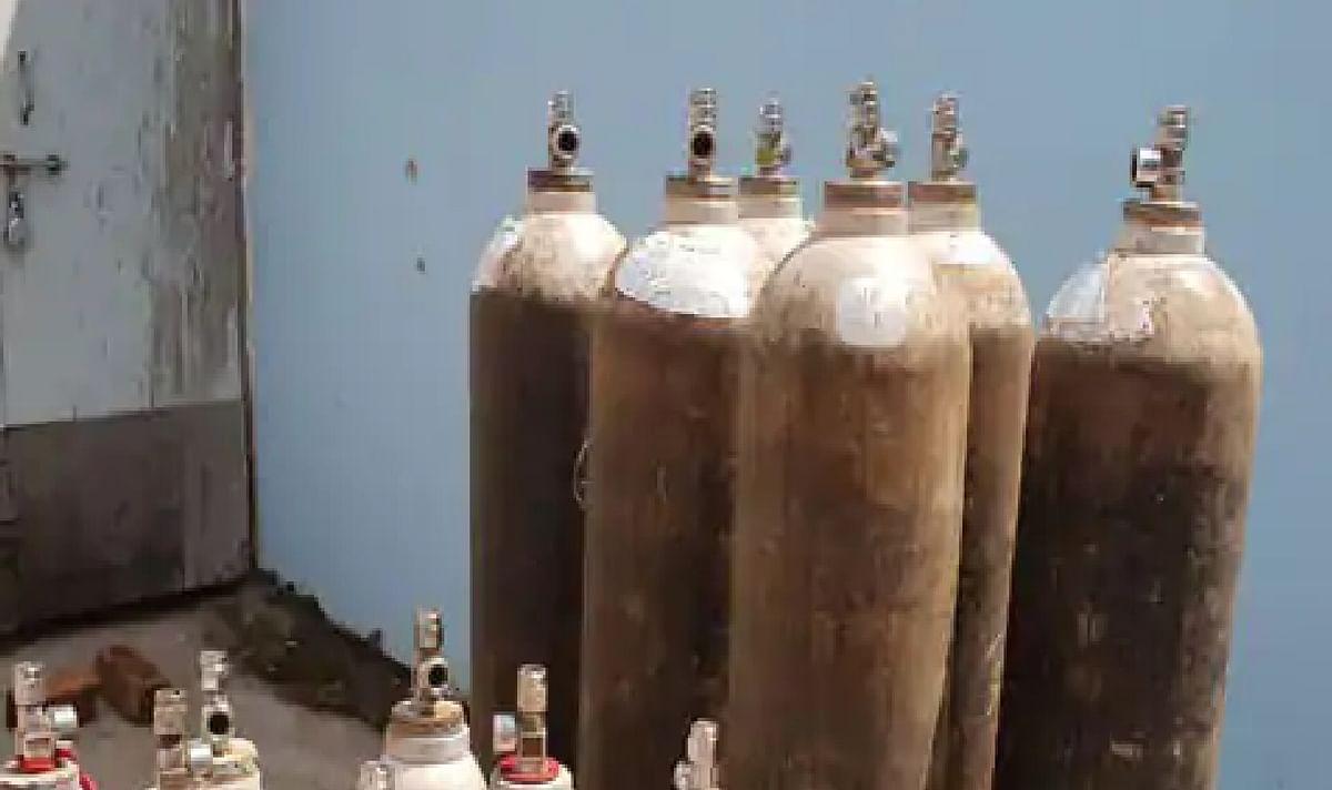 Corona Impact : बिहार में ऑक्सीजन की कालाबाजारी ने फुलायी लोगों की सांस, 25 हजार में मिल रहा 10 हजार का सिलिंडर
