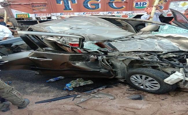 पलामू में कार और ट्रक के बीच भीषण टक्कर, पुलिस जवान और 8 साल के बच्चे समेत तीन की मौत, 1 घायल
