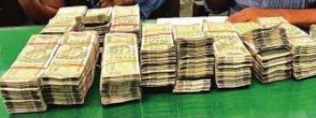 मध्य कोलकाता में कार में छिपा कर ले जा रहे थे 30 लाख, दो आरोपी गिरफ्तार