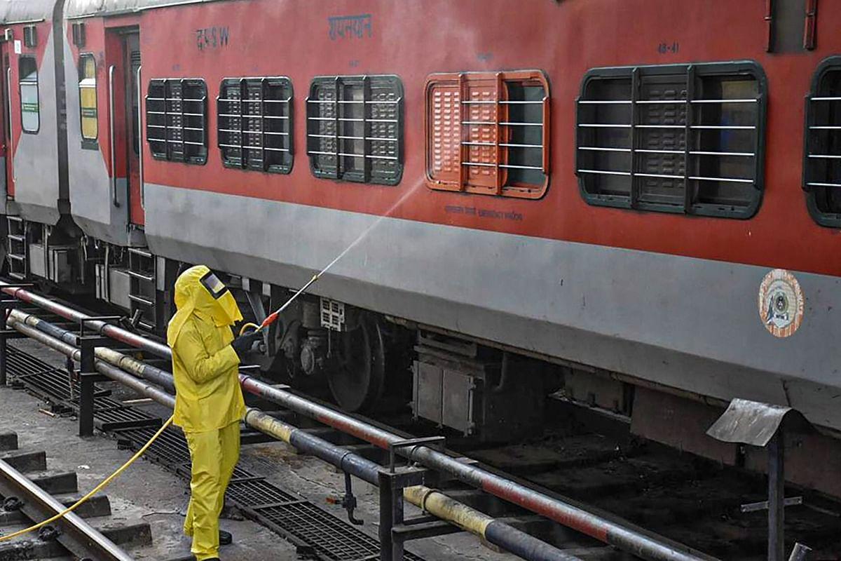 मुंबई और पुणे से पटना आयी चार ट्रेनों में मिले 56 कोरोना पॉजिटिव, अगले दो दिन में आएंगी कई विशेष ट्रेनें