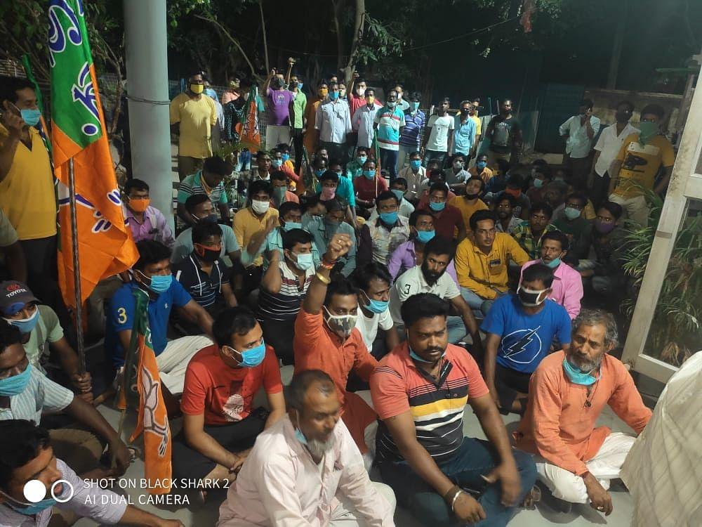 बीरभूम में BJP कार्यकर्ताओं पर TMC के हमले के विरोध में थाना घेराव, हमलावरों की गिरफ्तारी की मांग