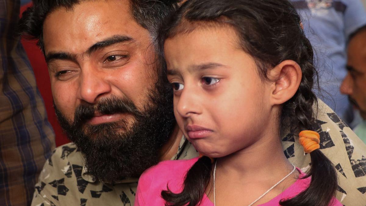 Naxalite Attack : 'नक्सल अंकल प्लीज मेरे पापा को छोड़ दो', लापता जवान की 5 साल की बेटी की गुहार