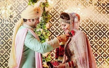 PHOTOS : सुगंधा मिश्रा ने की शादी की पहली तसवीर शेयर, कैप्शन देख फैंस कर रहे ऐसे कमेंट