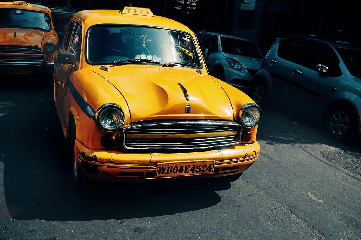 Bengal News: अनियंत्रित टैक्सी की चपेट में आये दो पुलिसकर्मी, चालक गिरफ्तार
