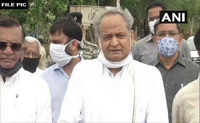 देश में कोरोना वैक्सीन की कमी को लेकर लगातार उठ रहे सवाल, अब मुख्यमंत्री अशोक गहलोत ने पीएम मोदी को लिखा पत्र, कहा- राजस्थान में सिर्फ दो दिनों के लिए बचा है स्टॉक