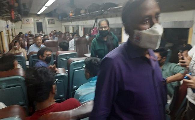 बिहार: इंटरसिटी में लूटपाट के दौरान यात्रियों को पीटते रहे अपराधी, चीखते रही महिला और बच्चे, मची अफरा-तफरी