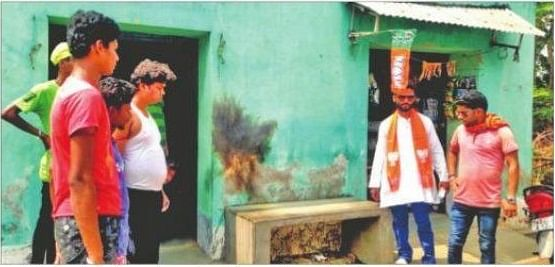 Bengal News: इलेक्शन फाइट के बीच दुर्गापुर में व्यापारी की दुकान पर बमबाजी, TMC पर लगा आरोप