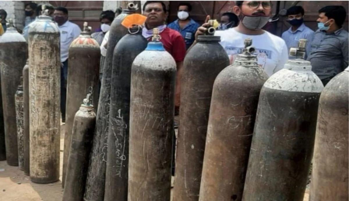 दिल्ली के ऑक्सीजन सिलेंडर रीफिल सेंटर पर छापा, द्वारका के नंगली सखरावटी से 70 सिलेंडर बरामद