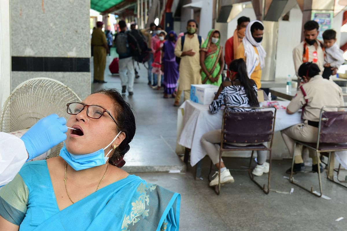 Coronavirus India LIVE :  देश में कोरोना का कहर, पिछले 24 घंटे में  संक्रमण के 2,34,692 नए मामले, 1341 की गई जान