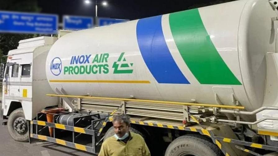 Jharkhand में Oxygen Crisis से मरीजों की टूट रहीं सांसें, इधर, दिल्ली-भोपाल से ऑक्सीजन लेने राज्य पहुंचे तीन टैंकर