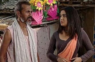 आम्रपाली दुबे के साथ अभिनय करते शंभु राणा