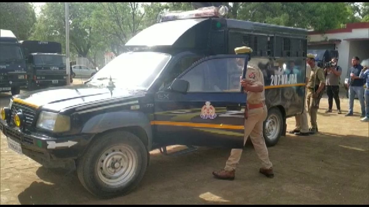 Mukhtar Ansari transfer live updates:  यूपी के बांदा जेल पहुंचेत ही व्हील चेयर छोड़ पैदल चलने लगा मुख्तार अंसारी