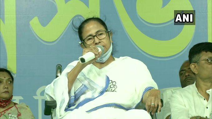Bengal chunav 2021: टालीगंज में बोलीं ममता बनर्जी, अमित शाह 'गोलगप्पा' बंगाल की जनता रसगुल्ला खिलाकर भेजेगी