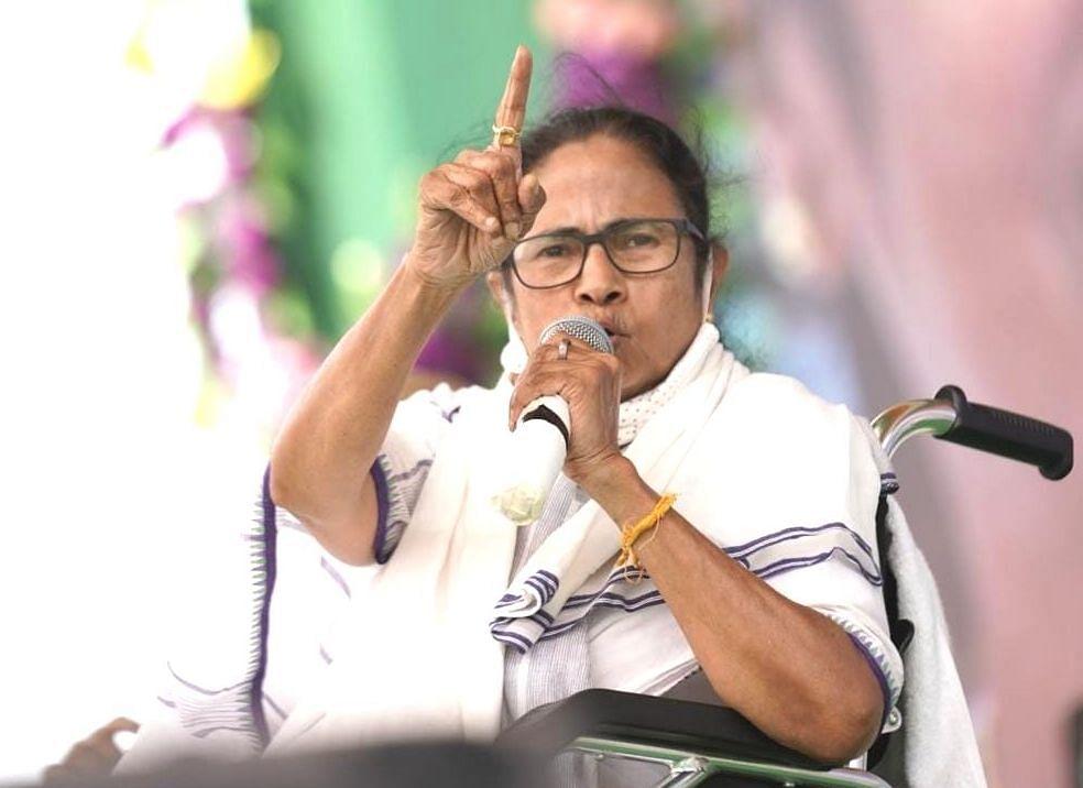 नंदीग्राम में 'हमले' के 30 दिन, अब तक अपने पैरों पर नहीं 'खड़ी' हुई हैं TMC सुप्रीमो ममता बनर्जी...