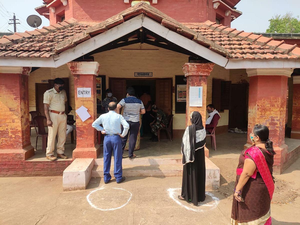 Madhupur By Election 2021 LIVE : मधुपुर विधानसभा उपचुनाव को लेकर वोटरों में उत्साह, 35.61 फीसदी हुआ मतदान