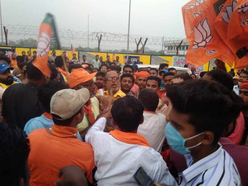 Bengal Election 2021: TMC समर्थकों के BJP में शामिल होने का विरोध, दुर्गापुर में दो पक्षों में झड़प, मौके पर पहुंची पुलिस