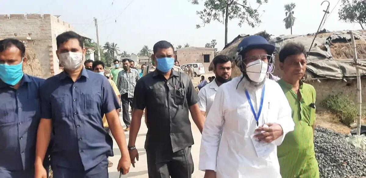 हेलमेट पहनकर बूथों का जायजा लेने निकले मंत्री सिद्दीकुल्ला चौधरी, कहा- बीजेपी फैला रही हैं हिंसा