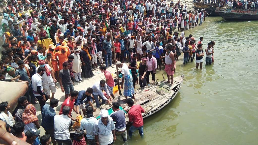 दानापुर हादसा: शादी समारोह से लौट रहे परिवार की गाड़ी गंगा में समायी, 9 की मौत, हादसे के बाद की तस्वीरें देखें