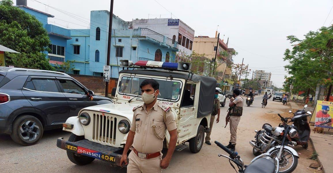 Jharkhand Crime News : झारखंड की राजधानी रांची में हथियार के बल पर खूंटी के कारोबारी से सरेआम सवा करोड़ रुपये की लूट