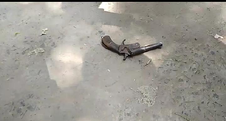 चकदह में बंदूक लेकर घूम रहे निर्दलीय कैंडिडेट गिरफ्तार, हथियार बरामद