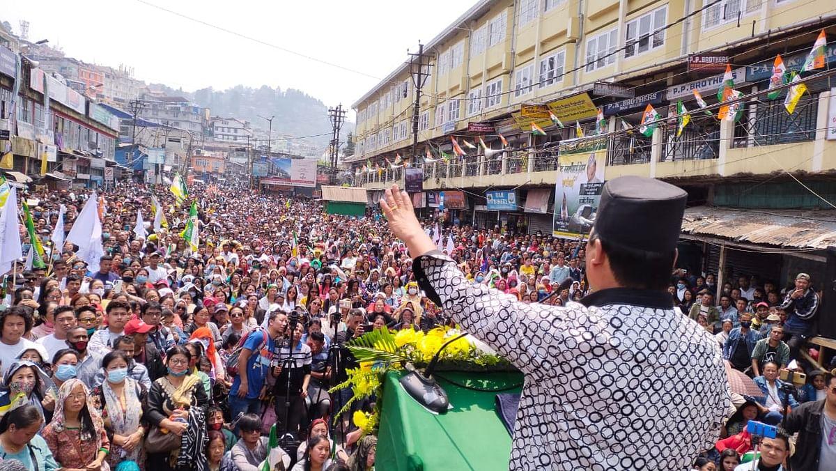 Bengal Chunav 2021: 'मैंने जिसे प्यार किया, उसने मुझे धोखा दिया', चुनावी सभा में बिमल गुरूंग ने पार्टियों पर लगाए गंभीर आरोप