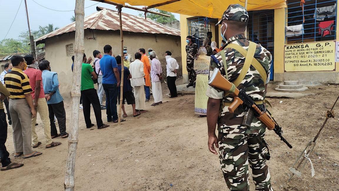 भाजपा उम्मीदवार को मतदान केंद्र में कैद करने वाले तृणमूल कार्यकर्ता गिरफ्तार
