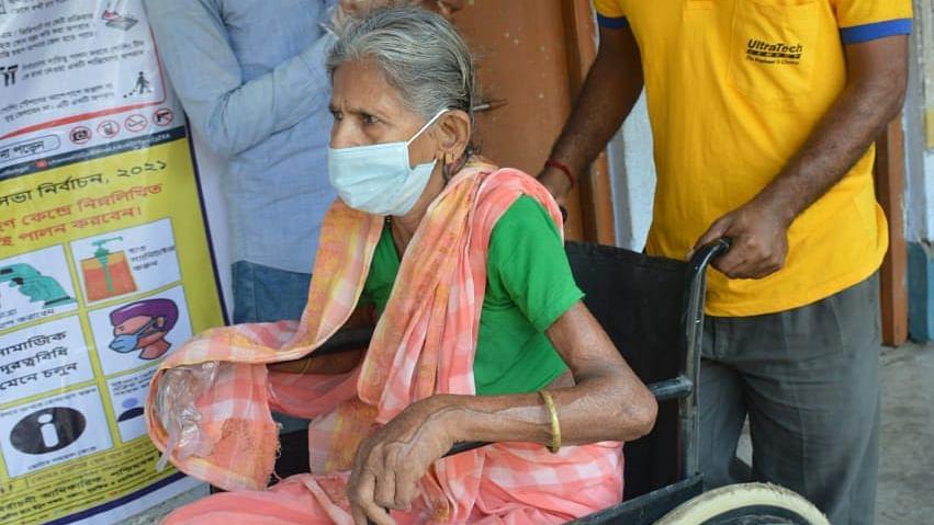 Bengal Chunav 2021: बंगाल चुनाव में कोरोना का खतरा, 20 पर्यवेक्षक पाये गये कोरोना पॉजिटिव