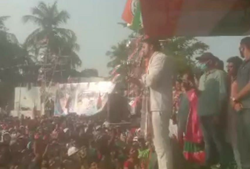 TMC सांसद सह अभिनेता देव ने चुनावी सभा के दौरान BJP पर किया हमला, कहा- चुनाव के वक्त आने वाले को वोट नहीं दे