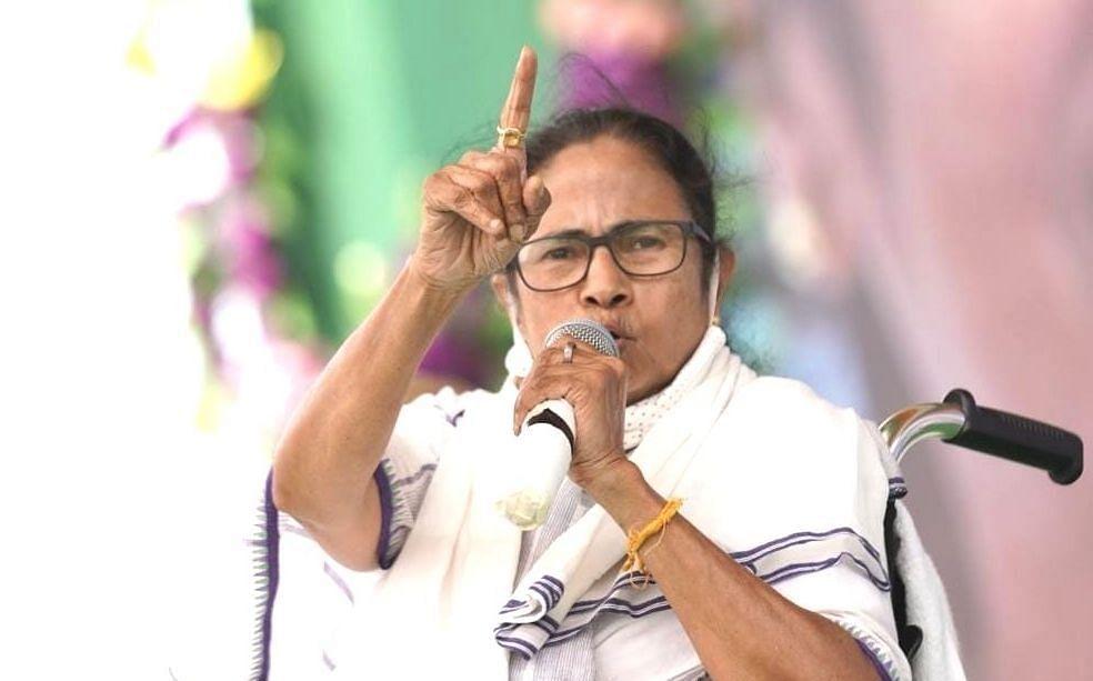 शीतलकुची पर 'किचकिच', BJP ने ममता बनर्जी को घेरा तो दीदी की आयोग से गुहार- 'मेरी भी सुन लीजिए'