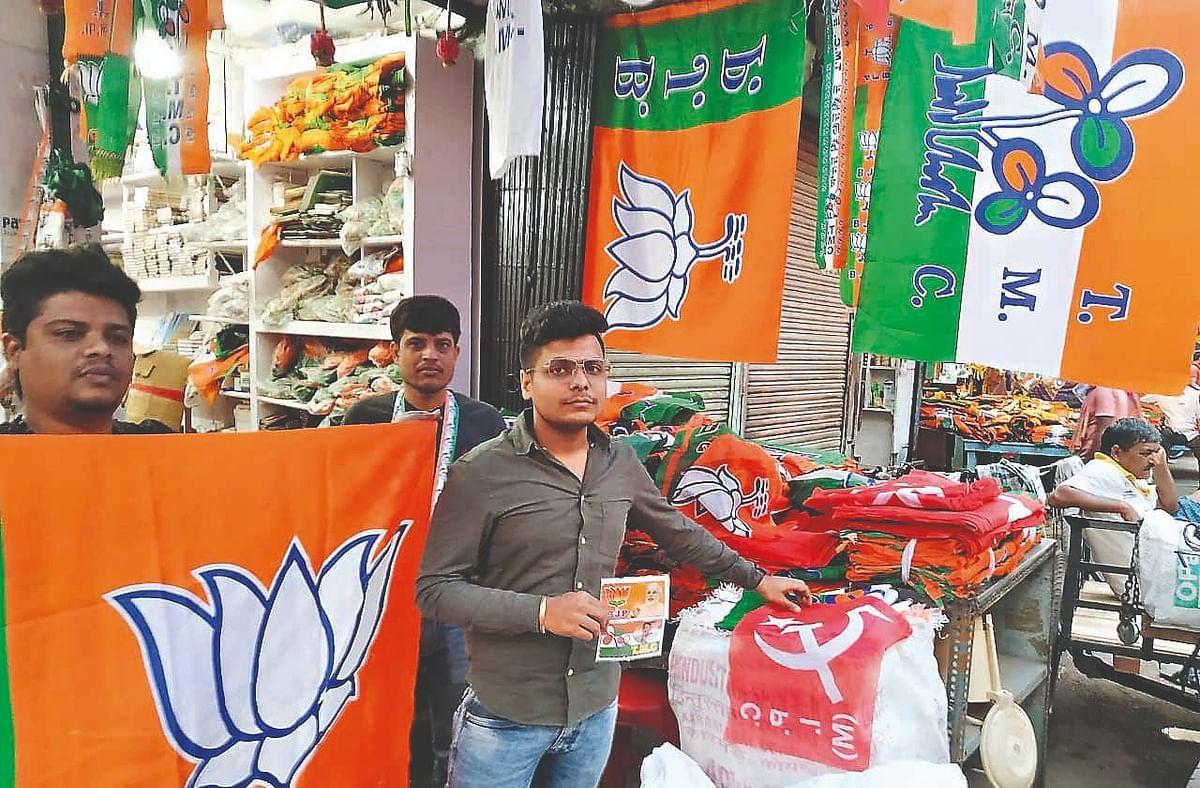 Bengal Election 2021: छठे चरण के बाद 'रण' के लिए तैयार कोलकाता, पोस्टर-बैनर के स्टॉल पर भी जबर्दस्त टक्कर