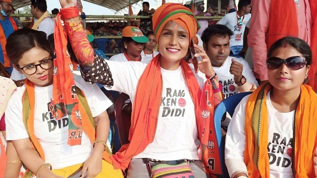 'अच्छे दिन' और 'मोदी है तो मुमकिन है' के बाद 'राग केनो दीदी' मोमेंट, BJP के खास नारे वाली टीशर्ट का क्रेज