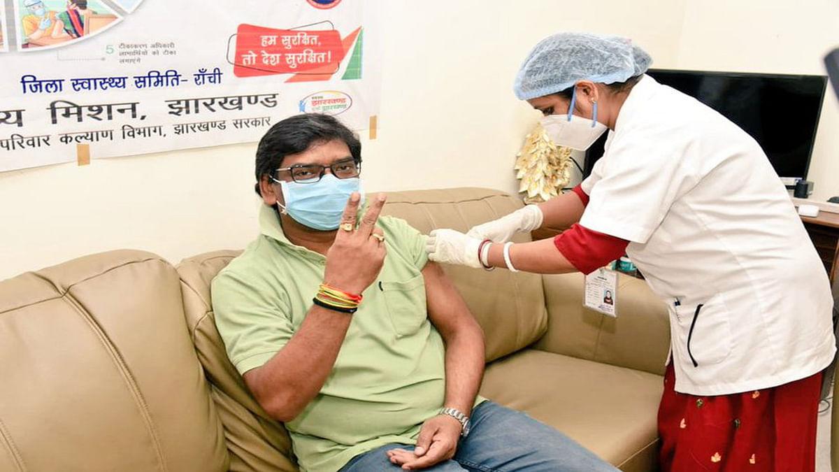 Corona Vaccination Update News : झारखंड CM हेमंत सोरेन को लगा कोरोना वायरस का टीका, बोले- अफवाहों पर ना दें ध्यान