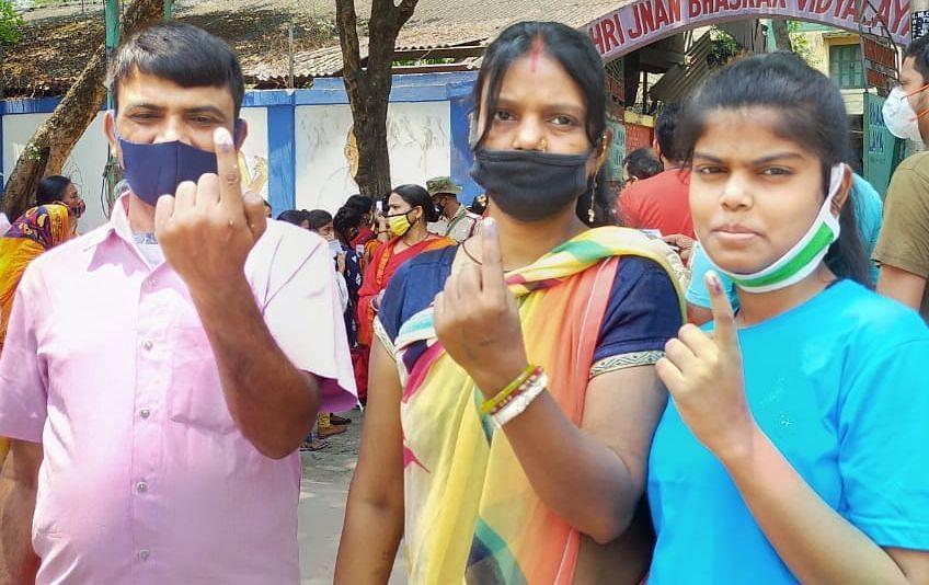 सातवें चरण में 76.90% वोटिंग, दक्षिण दिनाजपुर टॉप पर और दक्षिण कोलकाता के मतदाता सबसे सुस्त