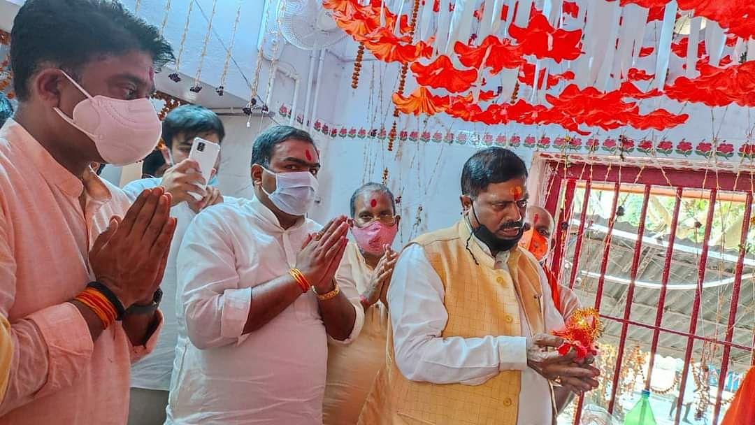 PM Modi के आने से पहले केंद्रीय नेताओं ने कंकाली तला मंदिर में की पूजा अर्चना, सभास्थल का लिया जायजा