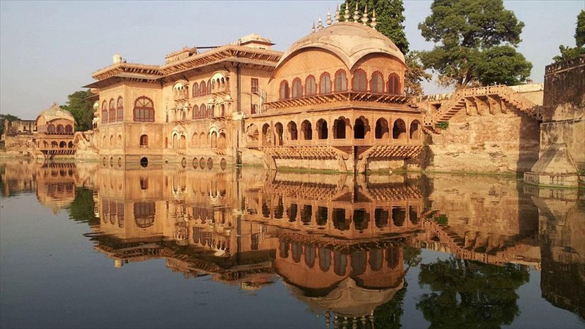 किसी अजूबे से कम नहीं, पानी के ऊपर बनीं ये शानदार इमारतें, Viral Photos