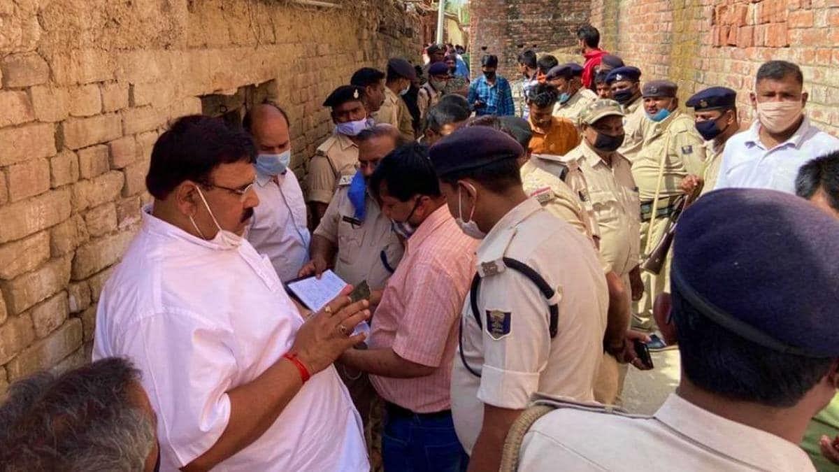 Nawada News: नवादा जहरीली शराब कांड में आया नया मोड़, माफियाओं के नाम आने लगे सामने, एक और पुलिसकर्मी सस्पेंड
