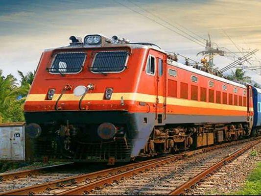 ट्रेनों की रफ्तार पर ब्रेक लगा सकता है कोरोना, बिहार में रेलवे के सैंकड़ो अधिकारी-कर्मचारी संक्रमित