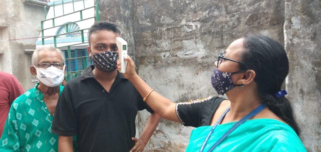 उत्तर 24 परगना के कांचरापारा टीएमसी नेता का सिर फूटा, खड़दह में बीजेपी एजेंट को बूथ के अंदर जाने से रोका